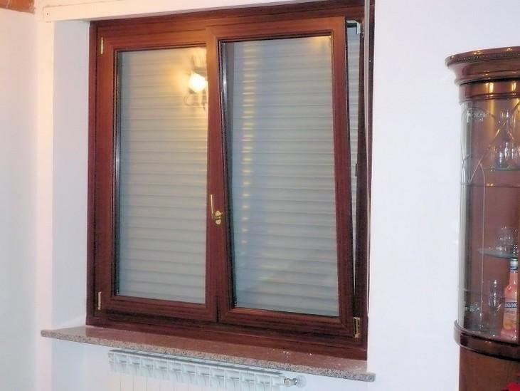 Tipi di serramenti beautiful tipologie di infissi in mostra nella showroom vitanova with tipi - Tipi di finestre ...